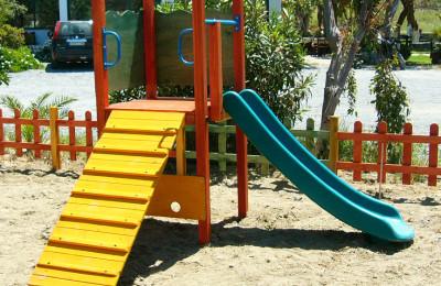 Παιδικές Χαρές – Τσουλήθρα Ξύλινη με Σκάλα Αναρρίχησης – Κωδ:016