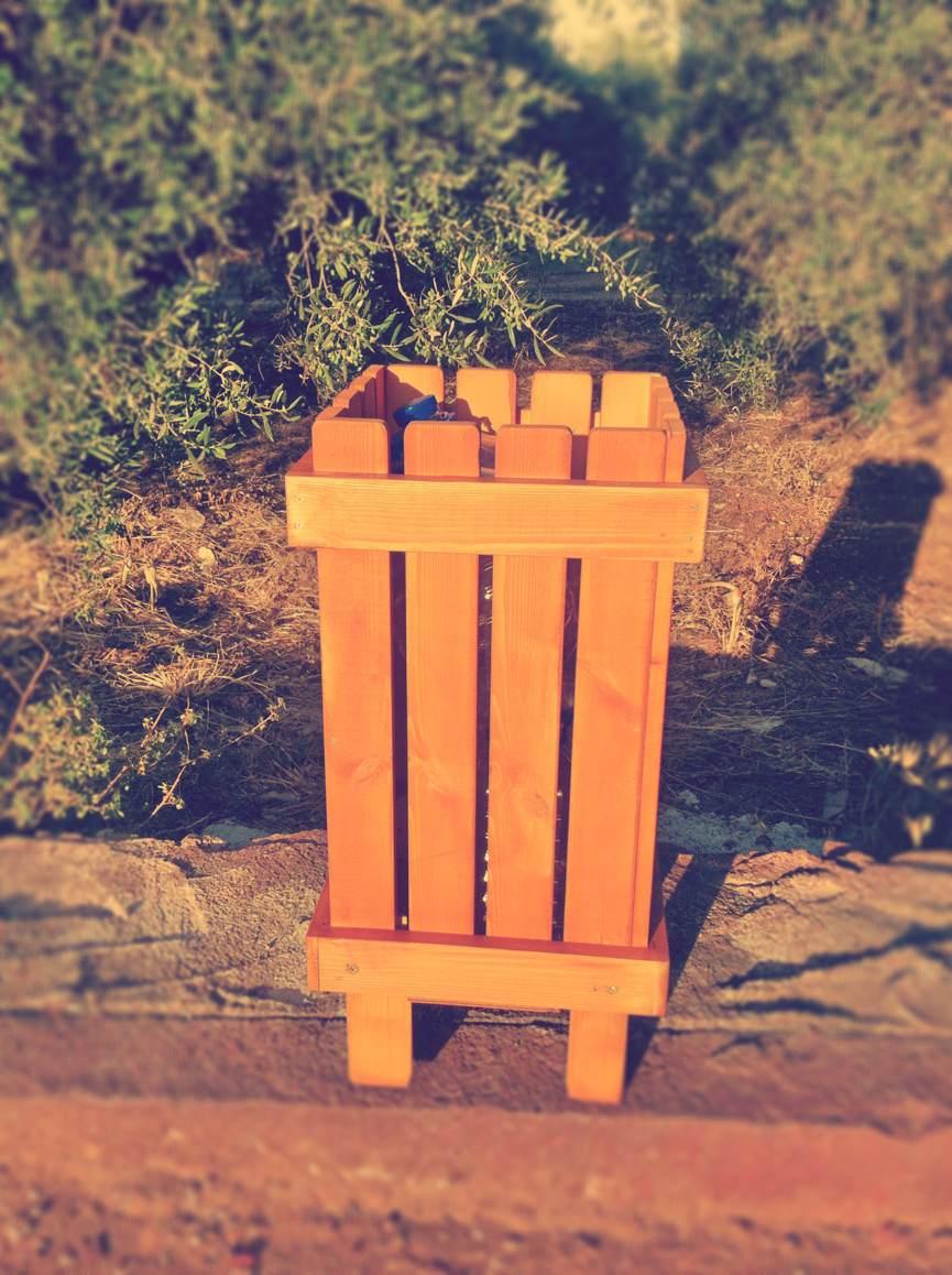 Έπιπλα Κήπου – Ειδικές Κατασκευές από ξύλο – Καλαθάκι Σκουπιδιών