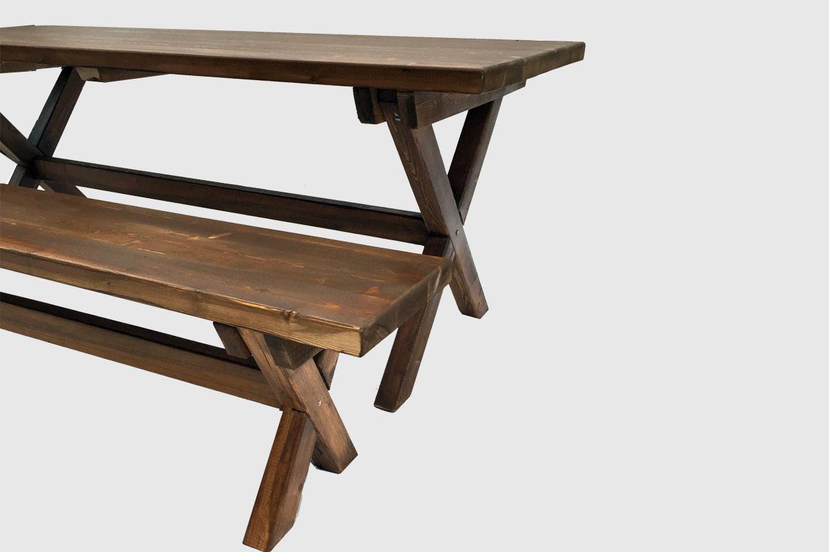 Τραπέζι με χιαστί πόδια