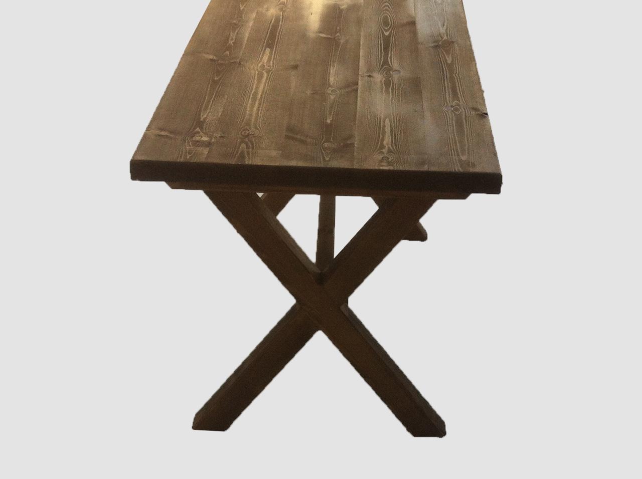 Τραπέζι με χιαστι πόδια